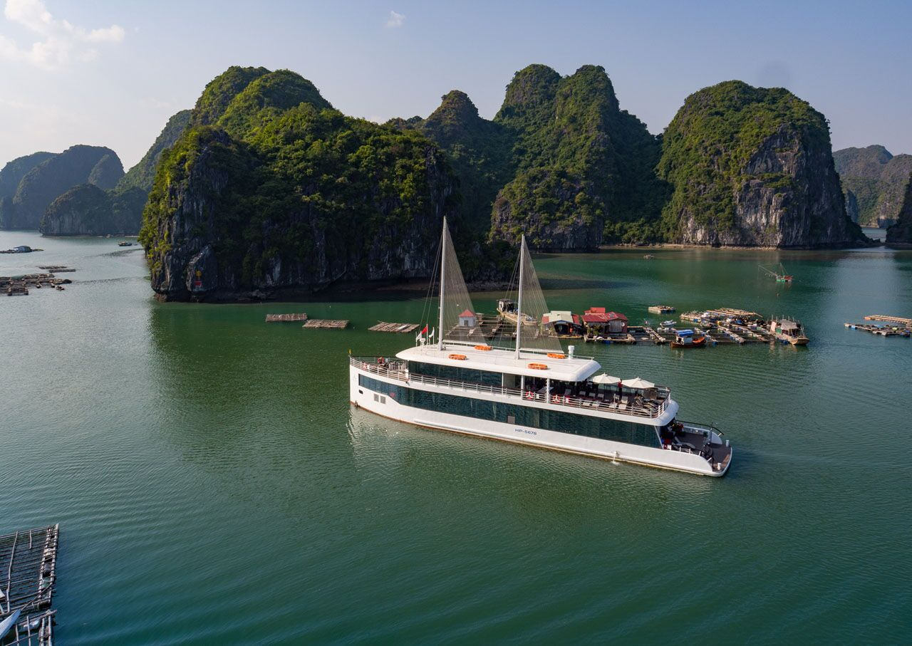 Explore Halong Bay Full Day on ...